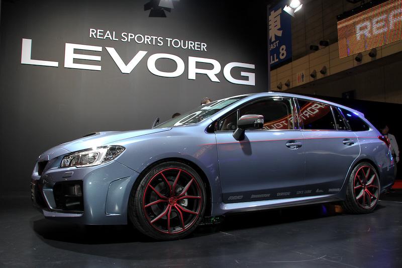 スバルはレヴォーグの純正アクセサリー装着車に加え、STI(スバルテクニカインターナショナル)、CORAZON、SYMS、PROVAが手がけるレヴォーグカスタム車を中心に展示