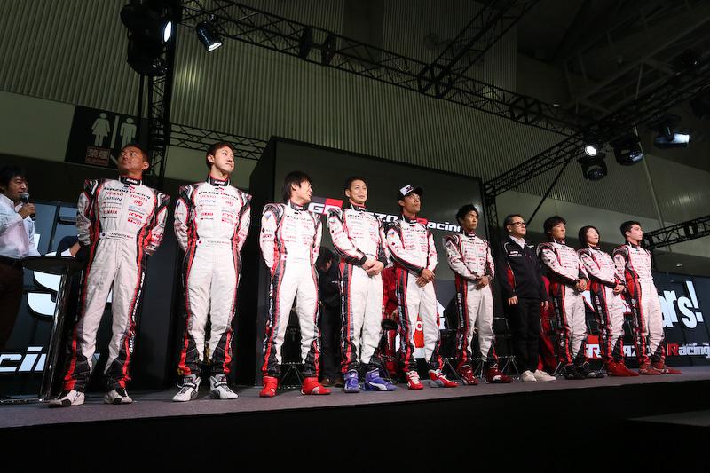 トヨタ自動車ブースでは86やマークXのカスタム車両などを展示するとともに、今年のニュルブルクリンクレースの参戦発表会を開催