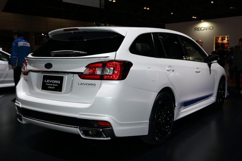 ディーラーオプションで武装したスバルの純正アフターパーツ装着車「LEVORG Premium Sports CONCEPT」。カラフルなシート表皮はシートカバーによるもの