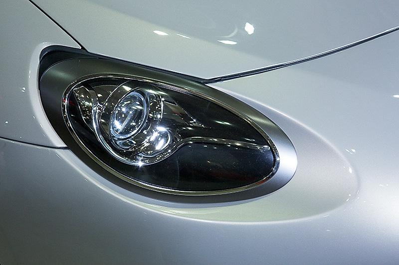 ヘッドライトは光軸が86と同じ位置になるように設計されている