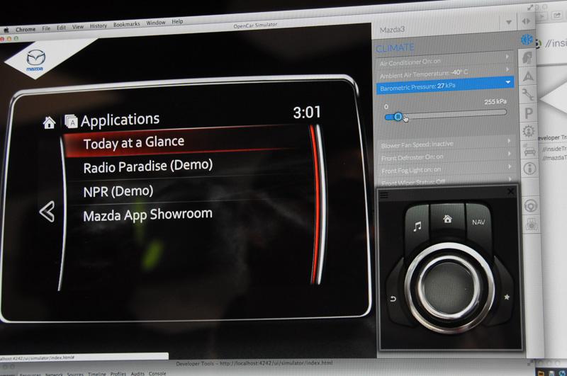 マツダコネクトの車載端末エミュレーション画面。当たり前とも言える機能だが、コード開発後、すぐに動きを確認できる
