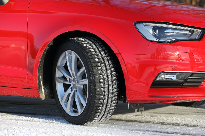 装着タイヤはミシュランスタッドレスの最新モデルX-ICE XI3