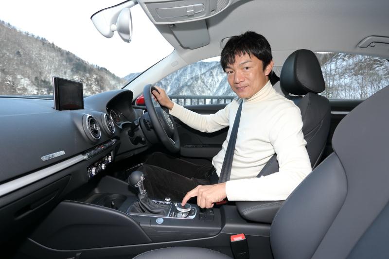 前席に座ったところ。指を差しているのは、タッチ操作が可能となった新MMI。A3スポーツバックから搭載されたもの