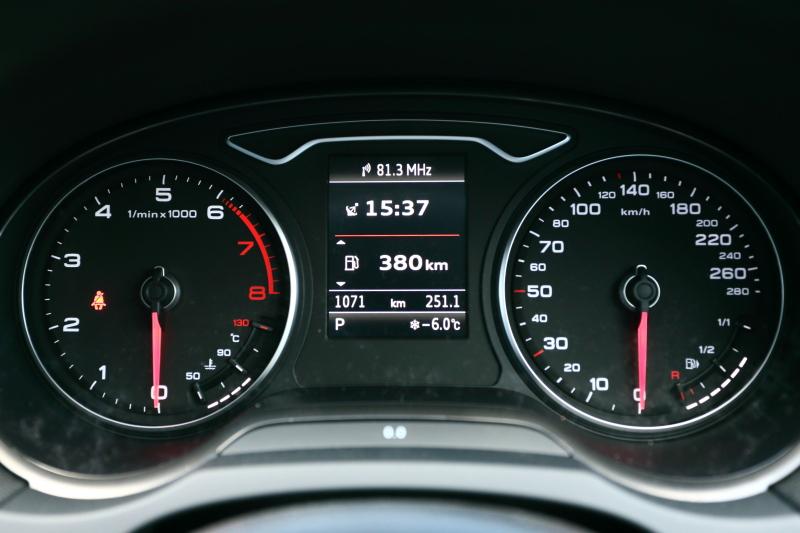 A3セダンのメーターパネル。外気温は-6.0℃