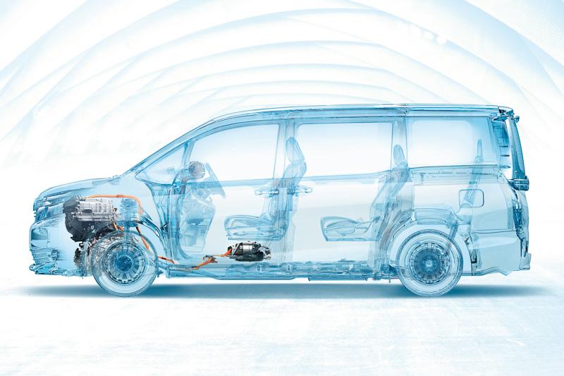 フロントシートの下にニッケル水素バッテリーを設置。ボディー剛性も磨き上げてクルマとしての基本特性を高めている