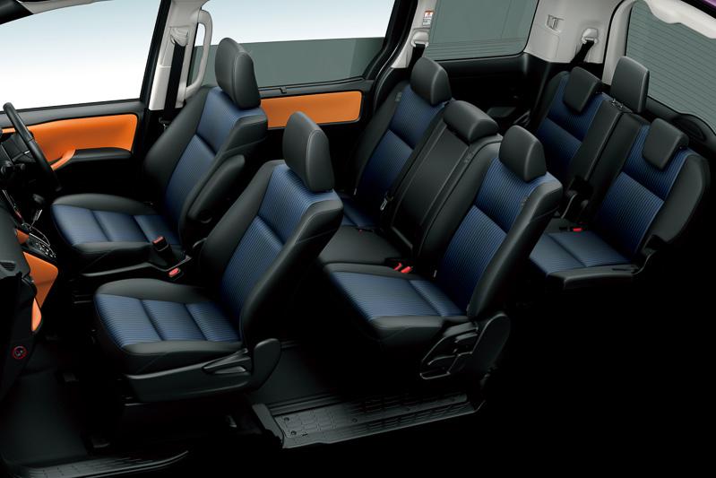 3ナンバー車専用のエアロ専用ファブリック。エメラルドの光沢糸をセンター部分に使用している
