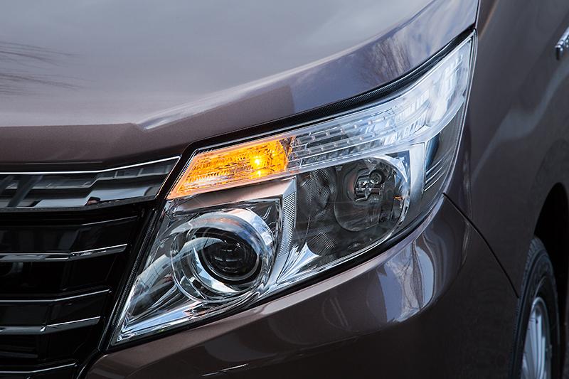 ヘッドライトはクリアランスランプとロービームにLEDを採用