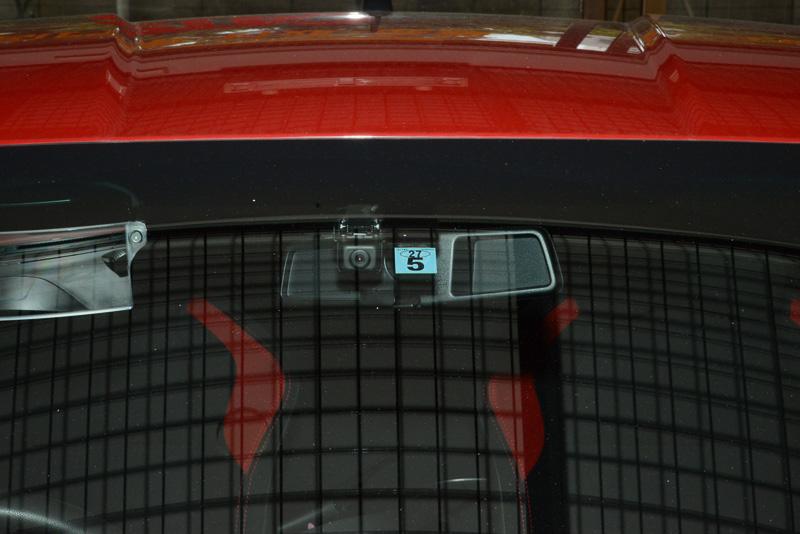 スカウターユニットのカメラは、小林さんに無理を言って、より車体の中央近くに取り付けてもらった。解像度は31万画素から大幅アップの100万画素、ドライブレコードのムービーを見ても、画質が大きく向上している