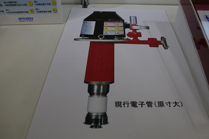 現在の気象レーダーに使われている電子管の写真。真空管が使われているためメンテナンスに手間がかかる