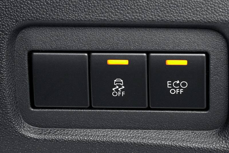 C3のインテリア。ダッシュボードに備えられる「ECOスイッチ」でアイドリングストップ機能のON/OFFを切り替えられる
