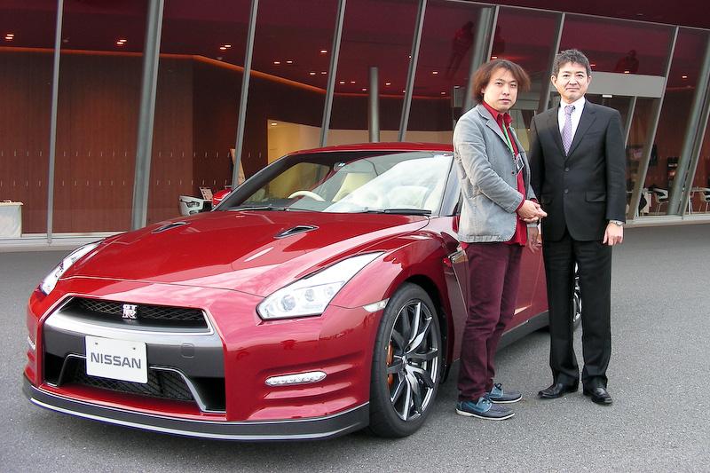 筆者とGT-R企画責任者の田村宏志CPS(写真右)