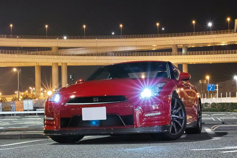 筆者の新しい愛車、2013年モデルのR35 GT-R。フロントバンパーの同色塗装は納車直後に実施したため、見映えもまったく前愛車と同じになった