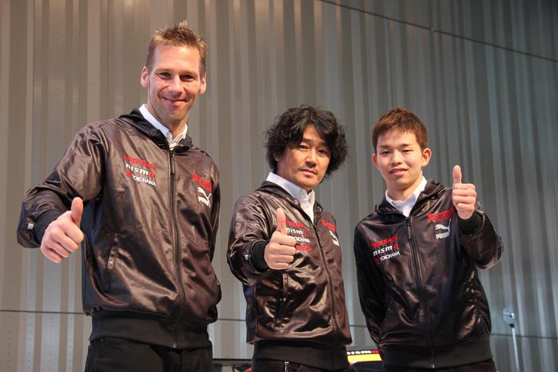 左からミハエル・クルム選手、近藤真彦監督、佐々木大樹選手