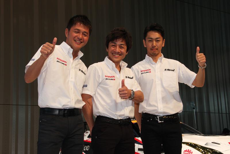 左から本山哲選手、大駅俊臣監督、柳田真孝選手