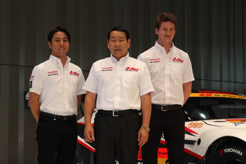 左から星野一樹選手、長谷見昌弘監督、ルーカス・オルドネス選手