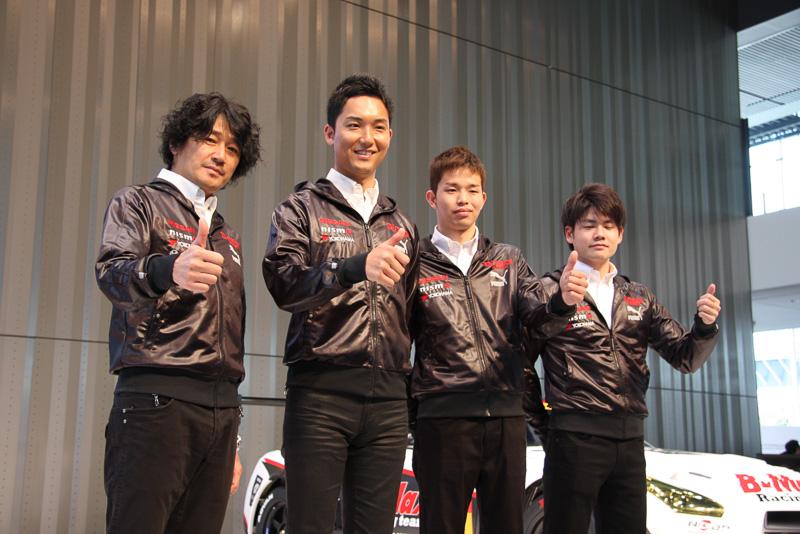 左から近藤真彦監督、藤井誠暢選手、佐々木大樹選手、高星明誠選手