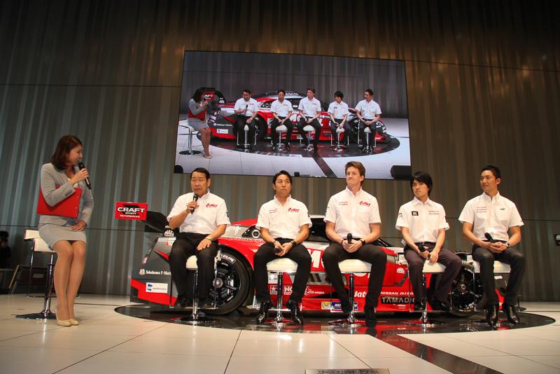 """NISSAN GT-R NISMO GT3でレース参戦する監督&ドライバートークセッションでは、長谷見監督から「若手選手たちに、僕のモットーである""""1戦1戦の勝利ではなく、チャンピオンを獲ることを狙う""""という部分を教えながら進めていきたい」と語られた"""