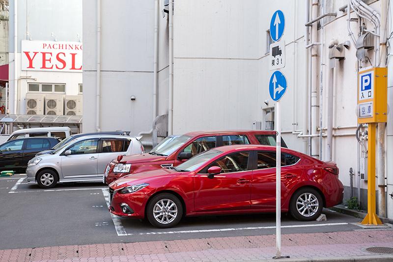 天文館むじゃきの裏にはコインパーキングがあるので、駐車は便利