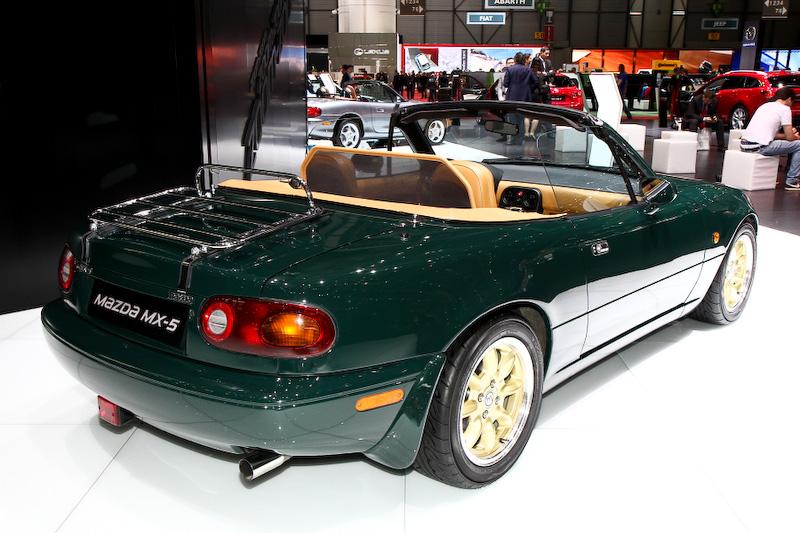 ロードスターの誕生25周年ということで、歴代モデルの展示も行われていた。MX-5(欧州名)は欧州でも軽快感のあるハンドリングや手ごろなオープン2シーターということで人気があり、知名度も高い。次期型の開発が進んでいることもアナウンスされているので、4代目のロードスターがどのように誕生するのか注目したい
