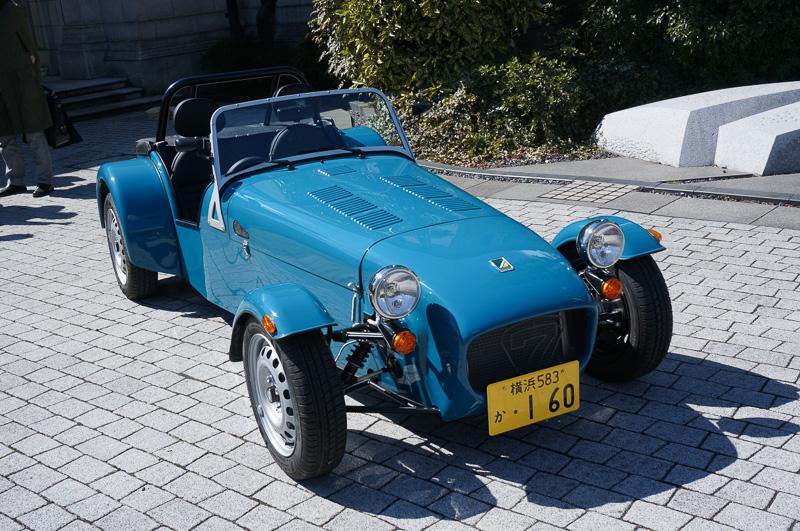 ケータハムのニューモデル セブン 160。日本の軽自動車規格に準拠して作られているので、ナンバープレートも黄色になっている