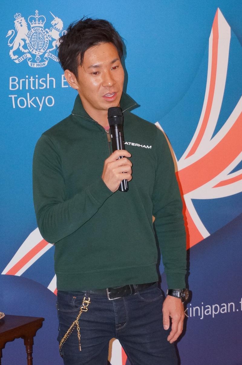 記者会見でセブン 160のインプレッションを語る小林選手