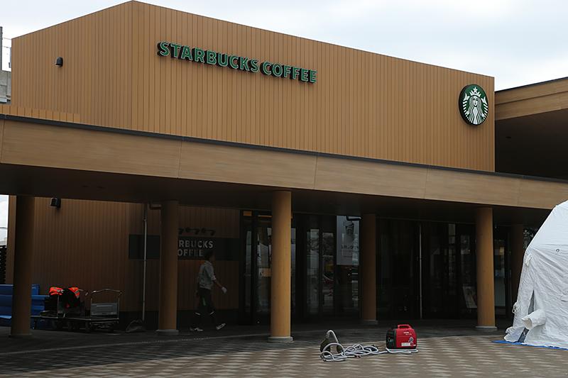 「スターバックス」の店舗も木をイメージしたデザイン