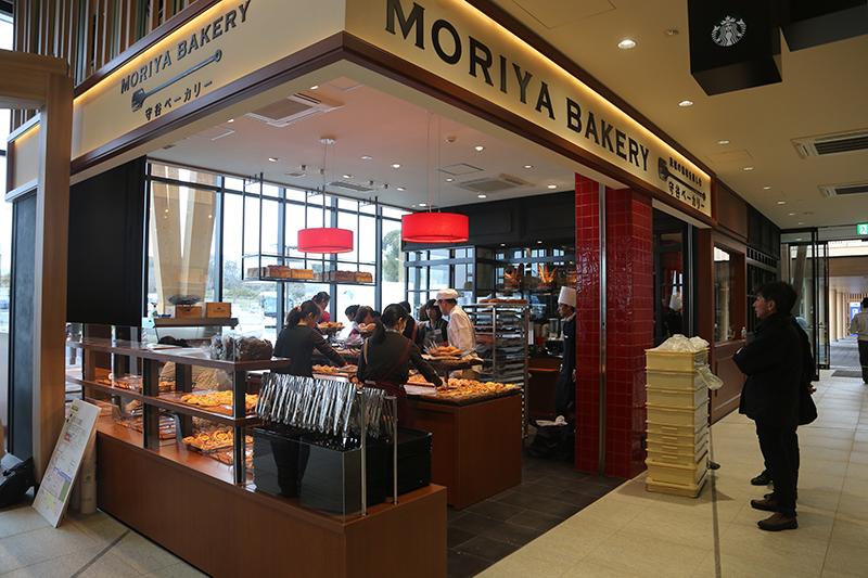 高速初出店となる「守谷ベーカリー」。ジョエル・ロブションブランドなどを展開する「フォーシーズ」のパン専門店だ