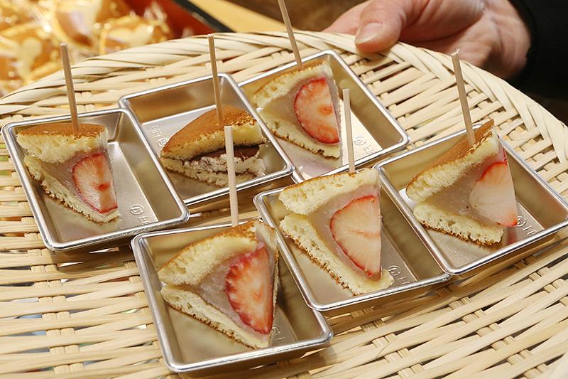 朝摘みイチゴを丸ごと使った期間限定のどら焼きも