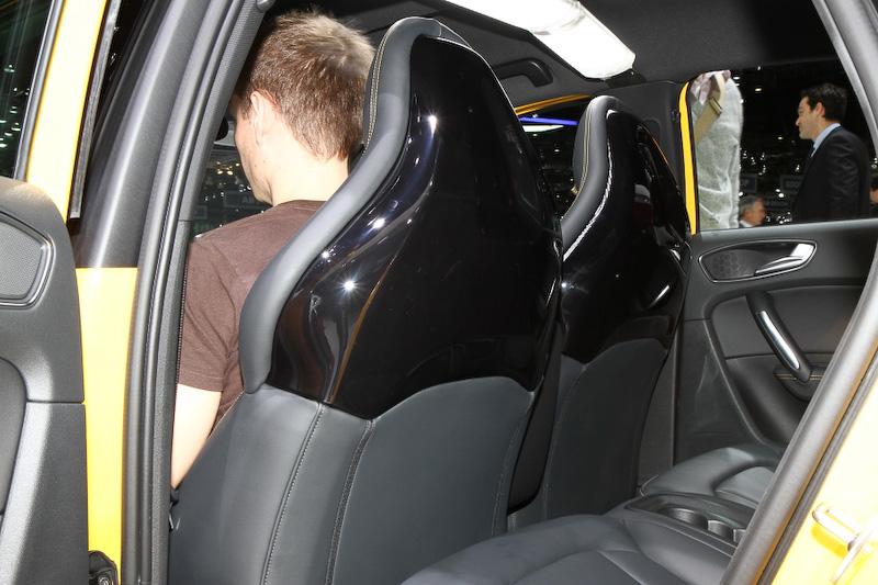 初公開のS1スポーツバック。ベースとなるA1からエンジンパワーが向上するとともにブレーキも大径タイプを採用。タイヤサイズは17インチと、オプションで18インチも設定