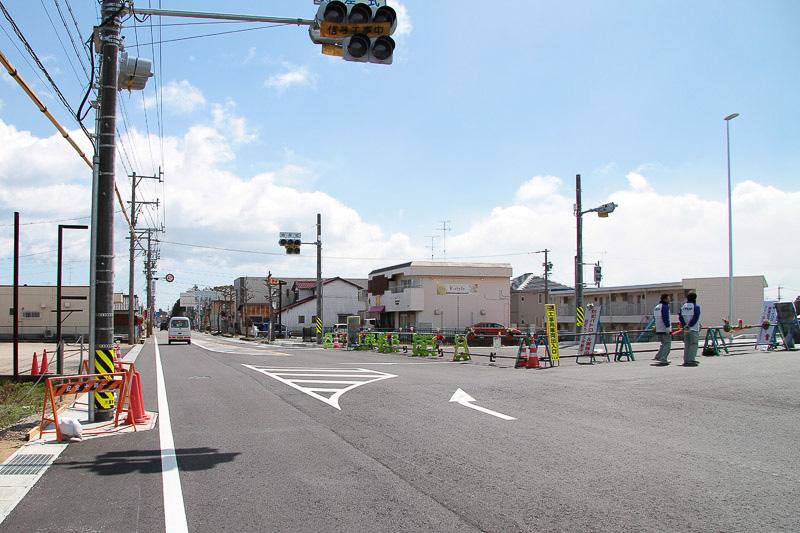 県道41号亀山鈴鹿線は渋滞が増える可能性がある。進行方向が白子駅、右折方向が中勢バイパス
