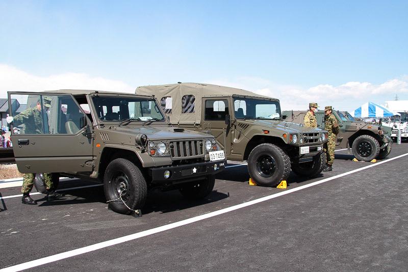 自衛隊の車両も展示された