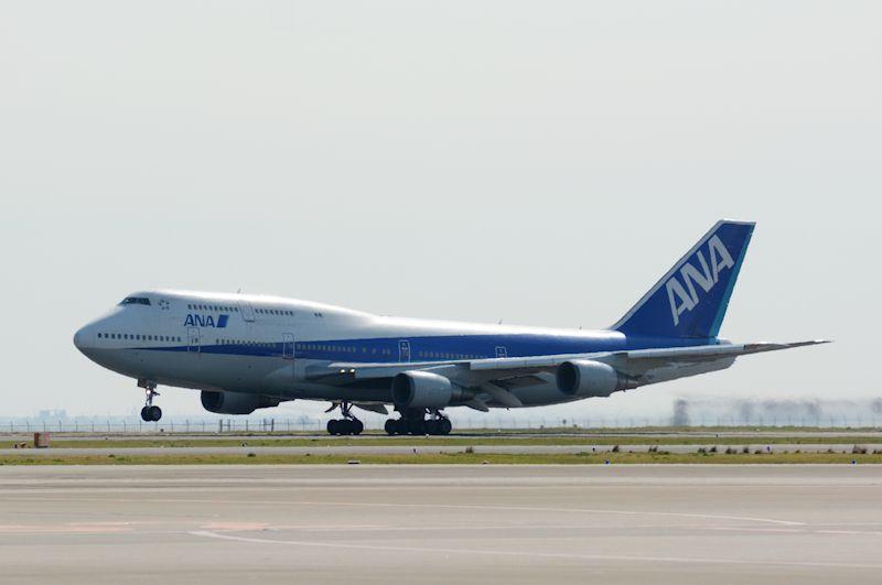9時2分、497名の乗客を乗せてC滑走路(34R)より沖縄・那覇空港へ向けて離陸した