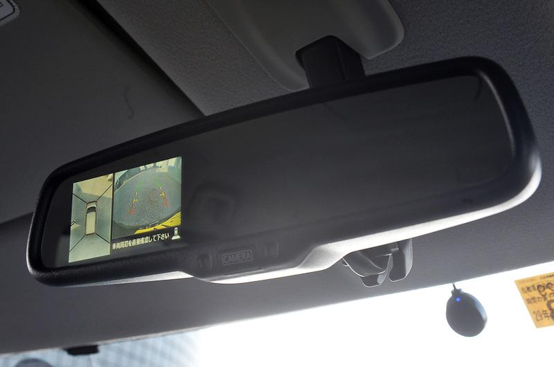 ルームミラーディスプレイを利用する「アラウンドビューモニター」はS、ハイウェイスターSを除く全車に標準装備する。トップビュー、フロントビュー、サイドブラインドビュー、バックビューの4つのビューを設定