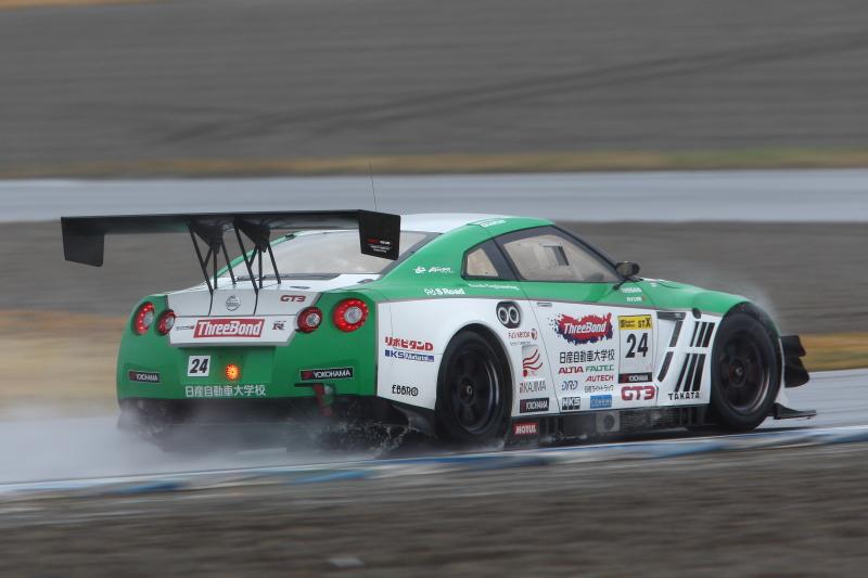 優勝したスリーボンド日産自動車大学校GT-R