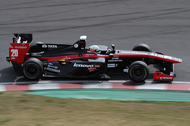 予選(Q3)2位は、ナレイン・カーティケヤン選手。元F1ドライバーだけあって、マシンに慣れたQ3で最速タイムを記録し2位に飛び込んだ