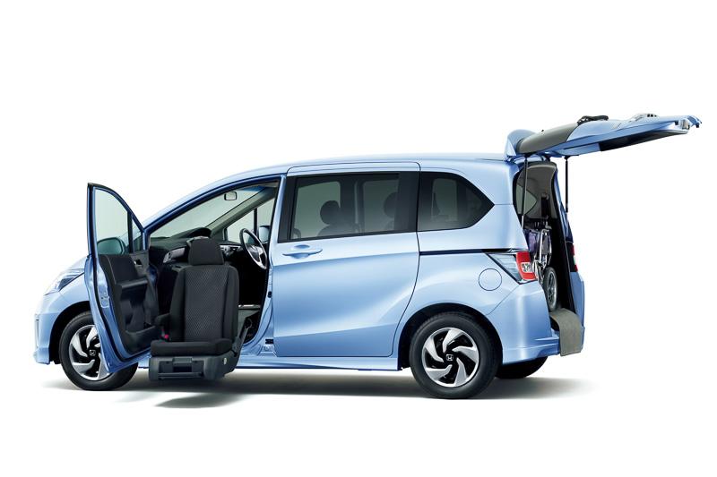 助手席リフトアップシート車はフリード/フリード ハイブリッドに設定。価格は217万円~261万4000円