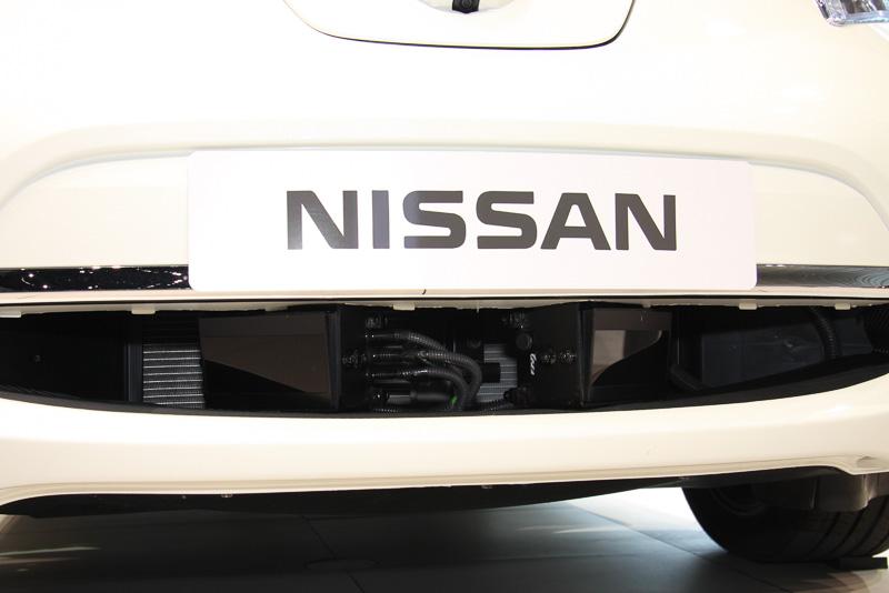 フロントロアグリル、リアフェンダーなどにレーザーセンサーを設置