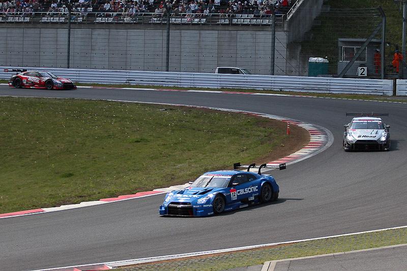 スタートは12号車、46号車、23号車とGT-Rが予選順位をキープした