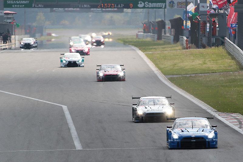 リスタートも12号車、46号車、23号車がトップ3