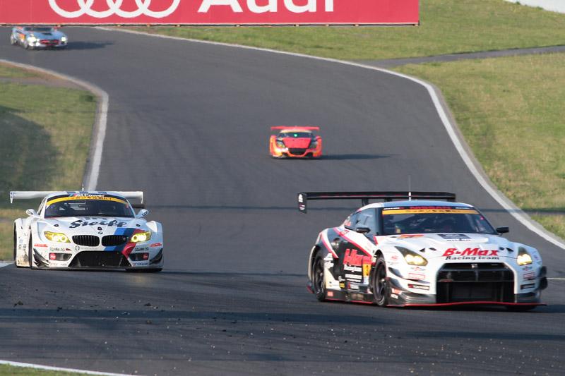 ペナルティで遅れた7号車だったが、残り3周で3号車を抜き4位までポジションを回復した