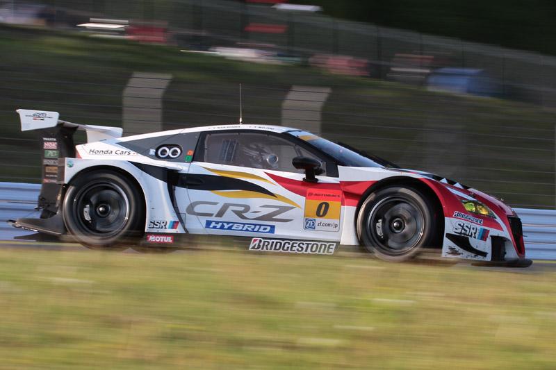 3位は2年連続で最後の最後に優勝を逃した0号車 MUGEN CR-Z GT(中山友貴/野尻智紀)