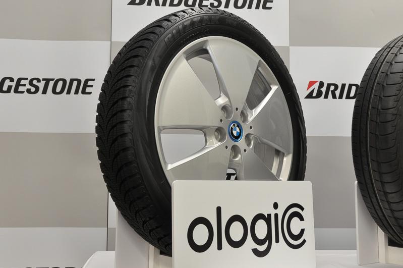 リプレースタイヤとして市販されたBLIZZAK NV ologic。スタッドレスタイヤとなる