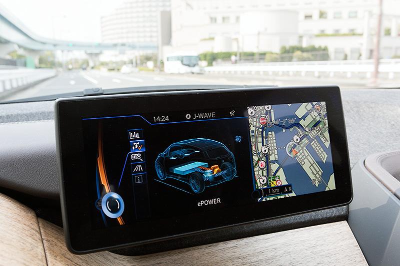 カーナビや車両情報などの表示が可能な10.2インチディスプレイは標準装備