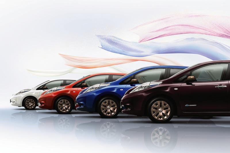 ボディーカラーはプレミアムディープマルーン、プレミアムサンフレアオレンジ、オーロラフレアブルーパール、ブリリアントホワイトパールの4色を設定
