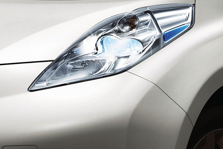 LEDヘッドランプ(ロービーム、オートレベライザー付)、オートライトシステム