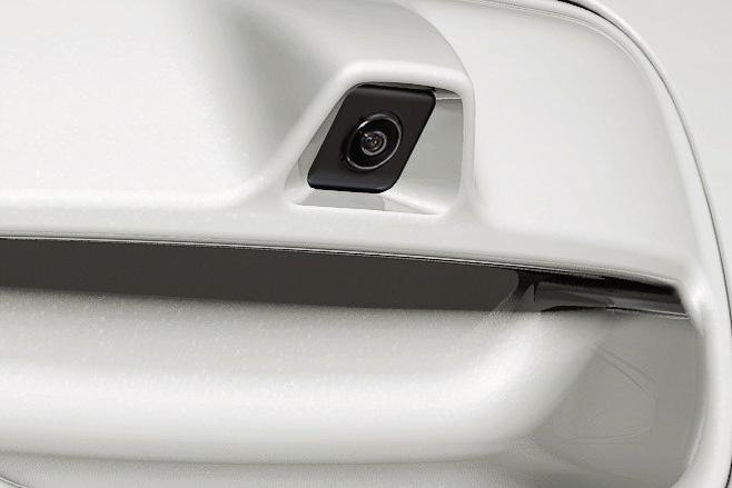 バックビューモニター(カラー、車幅/距離/予想進路線表示機能付)