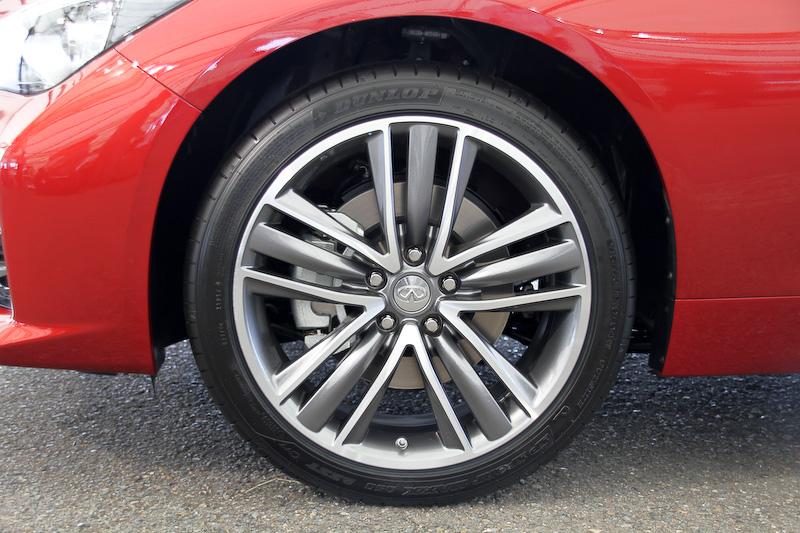 Type SPは切削光輝の19インチアルミホイール(19×8.5J/タイヤサイズ:245/40 RF19)を標準装備