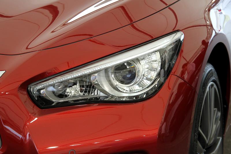 LEDヘッドランプ(ハイ/ロービーム、オートレベライザー付)はハイブリッド車を含め全車標準装備