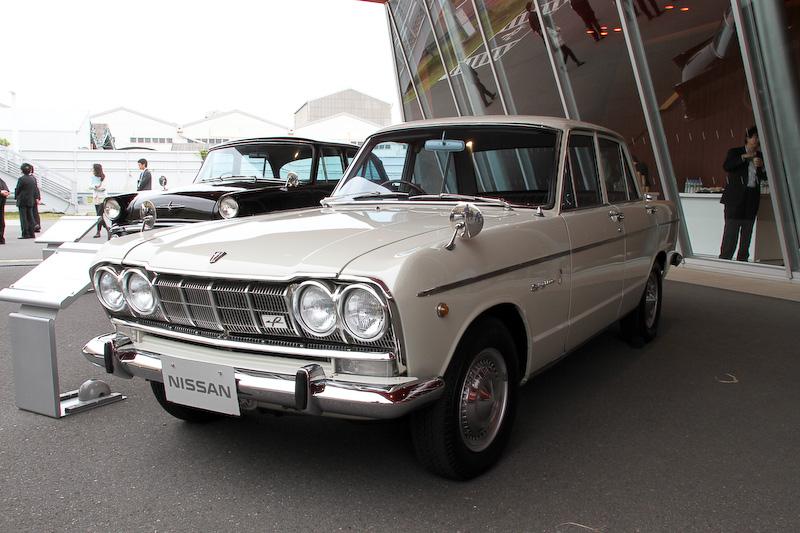 1965年2月に登場した「スカイライン 2000GT」(S54B-2型)。ボディーサイズは4255×1495×1410mm(全長×全幅×全高)、ホイールベース2590mm。ウェーバー製3連キャブレターを採用した直列6気筒SOHC 2.0リッターエンジンの最高出力は92kW(125PS)/5600rpm、最大トルクは167Nm(17.0kgm)/4400rpm