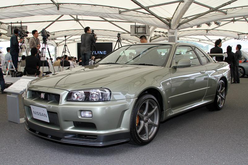 こちらは1999年1月に登場した「スカイライン R34 GT-R」(R34型)をベースにする特別仕様車「M-SpecNur」(2001年)。ボディーサイズは4600×1785×1360mm(全長×全幅×全高)、ホイールベース2665mm。直列6気筒DOHC 2.6リッターツインターボ「RB26DETT」エンジンの最高出力は206kW(280PS)/6800rpm、最大トルクは392Nm(40.0kgm)/4400rpmを発生